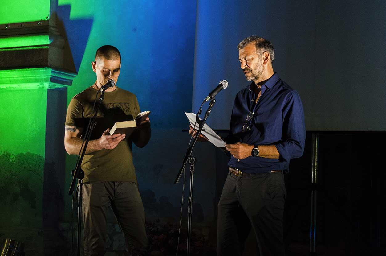 """Un momento da """"Letture dal Carcere""""con i detenuti del Penitenziario di Porto Azzurro"""